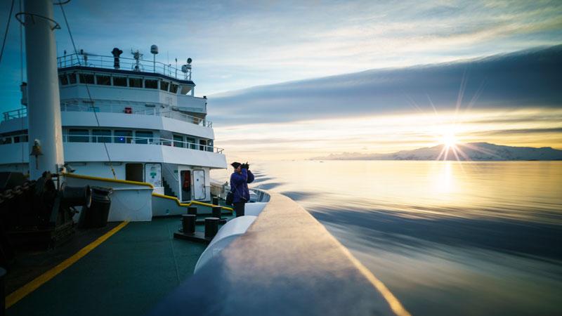 kryssnings fartyg besättning dating Dating Epiphone Sheraton II
